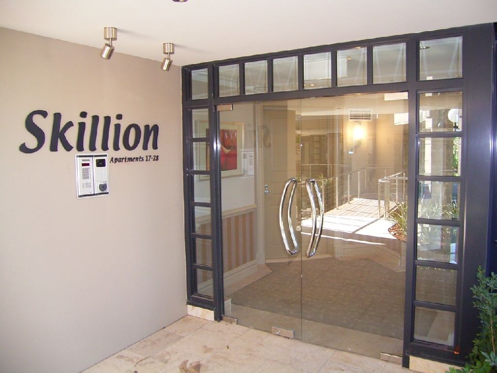 Frameless doors commercial central coast shop fronts features eventelaan Gallery